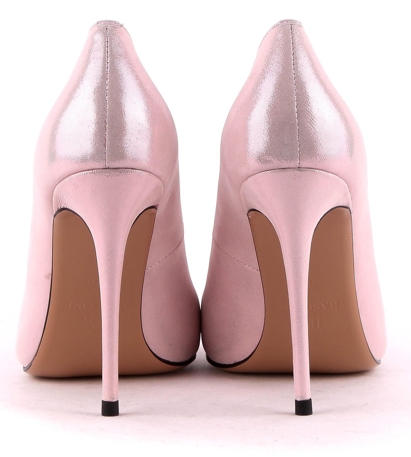 Купить кроссовки в Москве цена продажа кроссовок в